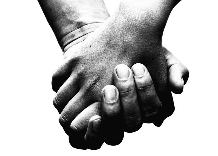 držení za ruce - doteky léčí